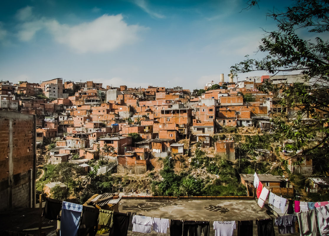 SLUMSY: MIASTA JUTRA / SLUMS: CITIES OF TOMORROW